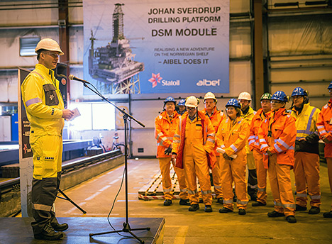On Monday (Feb 15) Haugesund mayor Arne-Christian Mohn started the machine cutting the steel for the Johan Sverdrup drilling platform.
