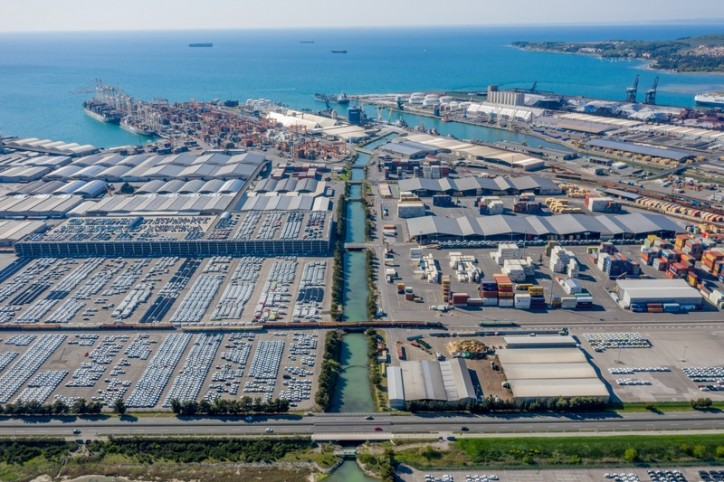 Cooperation with Daimler continues at Port of Koper