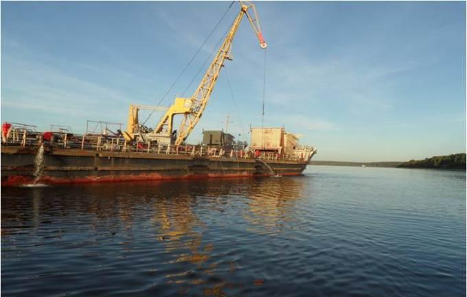 Nefterudovoz-32M aground