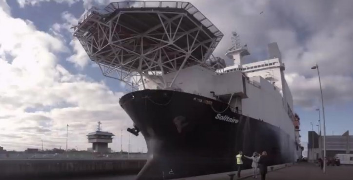 VIDEO: Giant pipelayer docks in Amsterdam port
