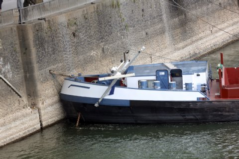 Barges aground cause collision on the Rhine