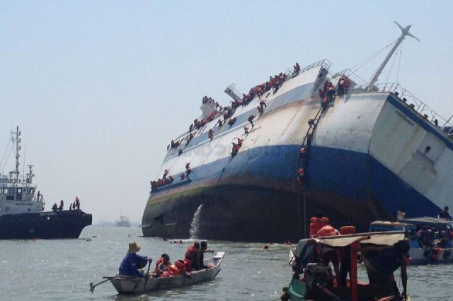 Update: All Passengers and Crew Saved After Ship Sinks off Surabaya (Video)