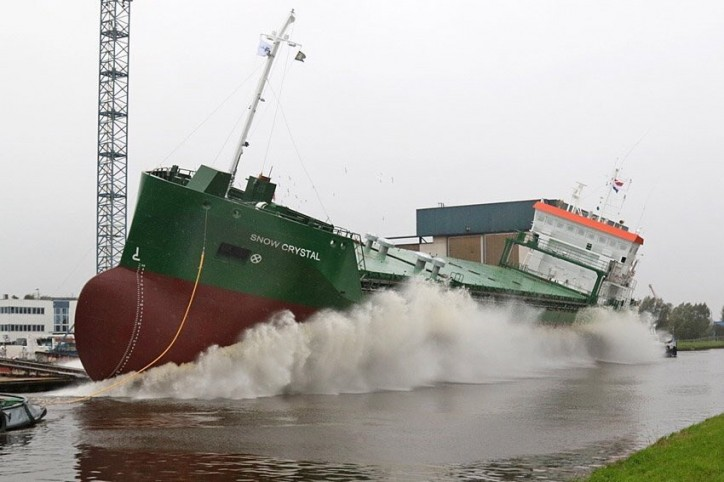 Bulk carrier Snow Crystal successfully launched at Ferus Smit Westerbroek yard (Video)