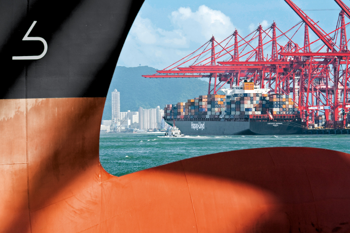 Hapag-Lloyd to refit 24 of its largest Boxships
