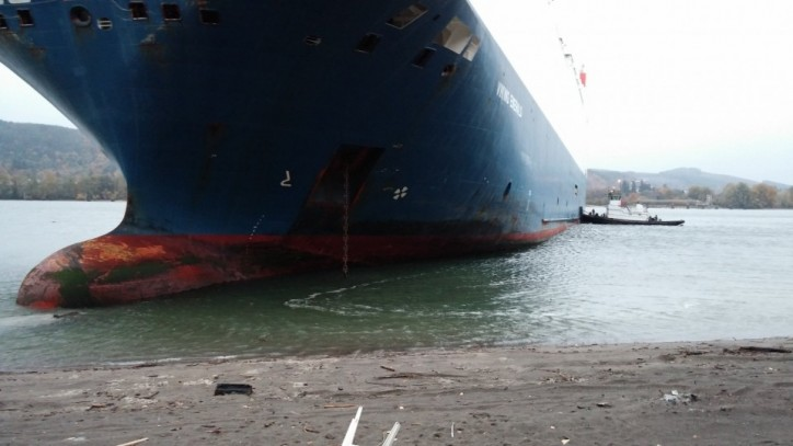 Photo Report: Car Carrier Viking Emerald Runs Aground off Washington
