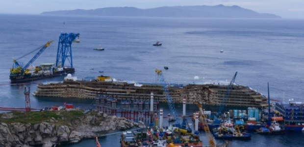 Sunken ship Costa Concordia confirmed to be refloated from Giglio island on July 14