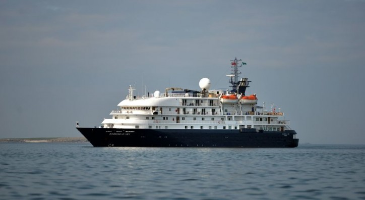 Portsmouth bound cruise ship in Arctic Ocean beach clean up