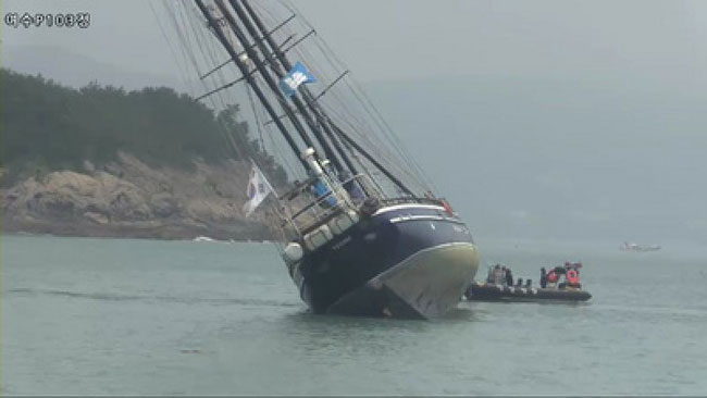 Tall ship Koreana runs aground off Yeosu