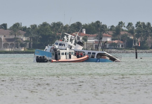 Photo report: Supply vessel Endeavour ran aground off Sewall's Point, Florida