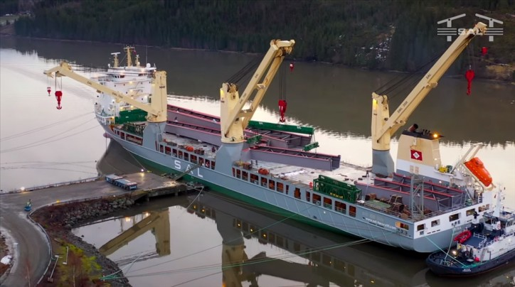 WATCH: SAL mv Trina, discharging bridge parts in Norway