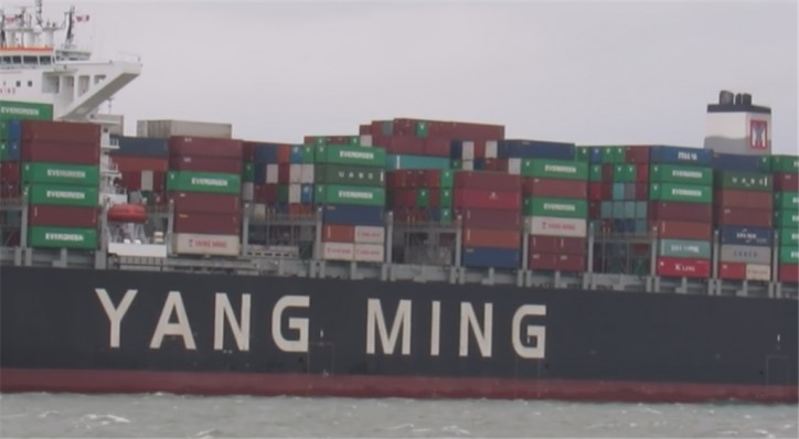 Seaspan takes delivery of 14000 TEU SAVER containership
