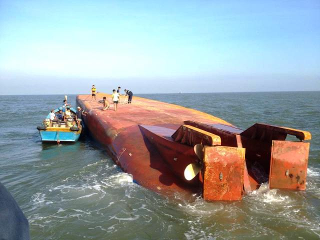 Investigation under way for cargo ship that capsized near Ho Chi Minh City