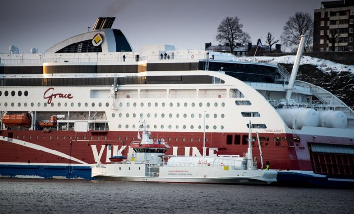 Environmental pioneer Viking Grace marks 1,000 LNG bunkerings