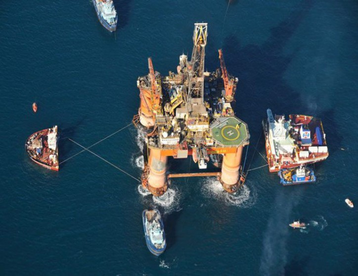 Update: Heavy-lift vessel Hawk frees stranded Transocean drilling rig