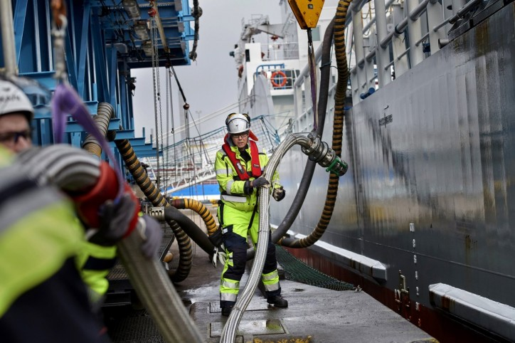 Terntank - First operator to take on LNG at Swedegas new bunkering facility at Port of Gothenburg