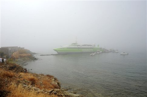 High-speed ferry Flying Cat 4 ran aground near Tinos, Greece due to thick fog in the early morning of July 23rd.