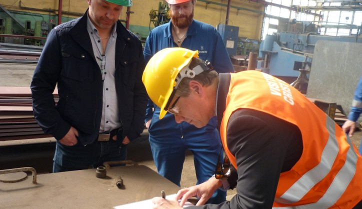SVP Marine & Technical at Color Line, Jan Helge Pile, signing the official papers