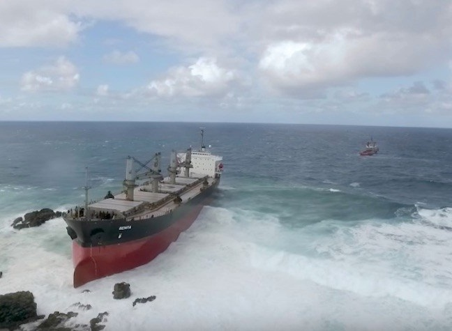 Salvors May Use Explosives to Free Grounded Bulker