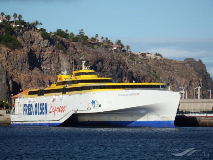 Fred. Olsen opts for MTU engines and service supplied by Rolls-Royce for its new fast ferries