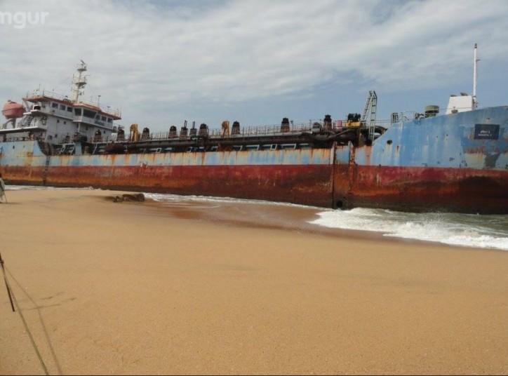 Removal of TSHD Hansita Underway