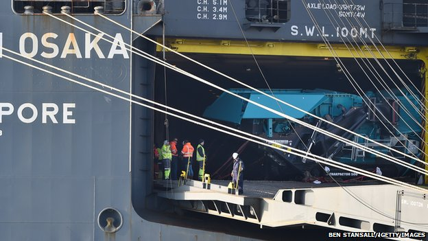 Hoegh osaka cargo unloading