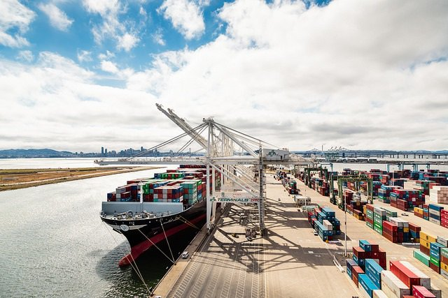 Port of Oakland terminal wants clean hybrid cargo-handlers