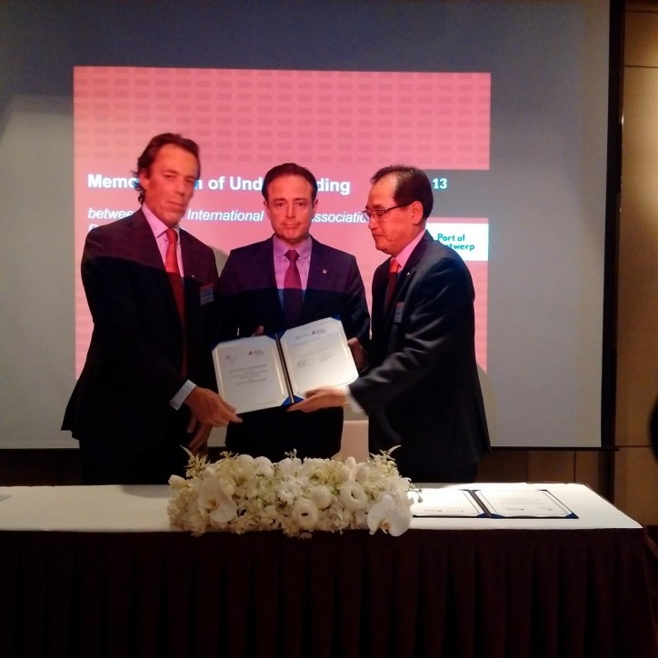 During the City Trade Mission to Seoul, Antwerp Port Authority signed a Memorandum of Understanding with KITA, the Korea International Trade Association - Dec 13, 2016