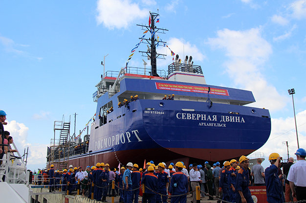 The ceremonial launching of the TSHD 2000 Severnaya Dvina on November 9