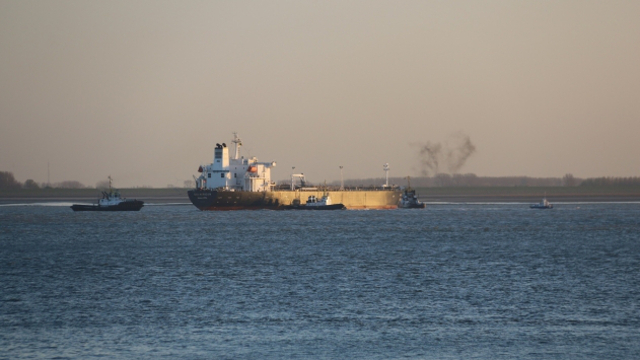 Product tanker SEA HORIZON loaded with 38000t of gasoline runs aground on Western Scheldt, Netherlands