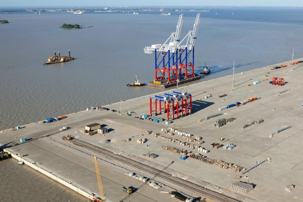 The deepwater port of Bronka will be equipped with a total of four post-Panamax container gantry cranes manufactured at Liebherr's Rostock plant.