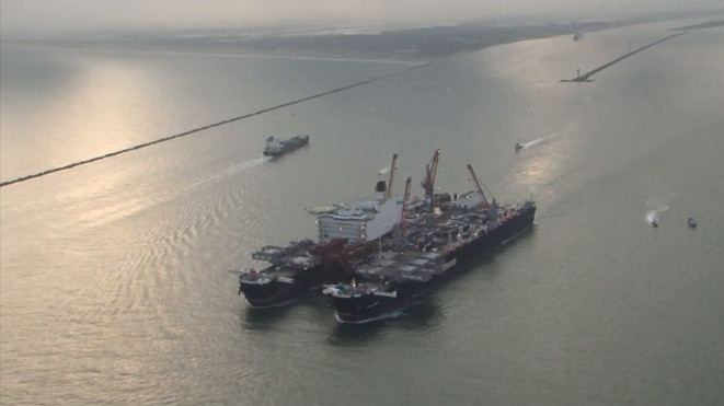 Pioneering Spirit departs Rotterdam (Video)