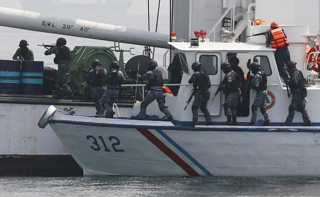 Philippine backs joint patrols against piracy