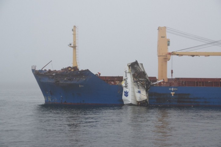 Collision between container ship Delphis Gdansk and cargo ship BBC Neptune in the Great Belt Strait, Denmark (Video)