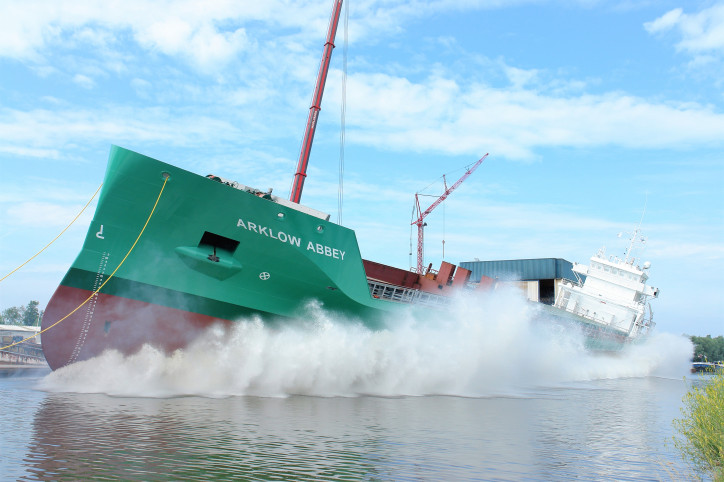 Ferus Smit Nb. 437 'Arklow Abbey' successfully launched