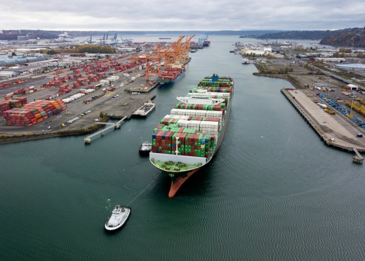 Port of Tacoma welcomes Evergreen's Thalassa Axia - the largest vessel ever to call the port (Video)