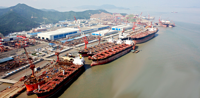 COSCO Secures Contract For Four Container Vessels