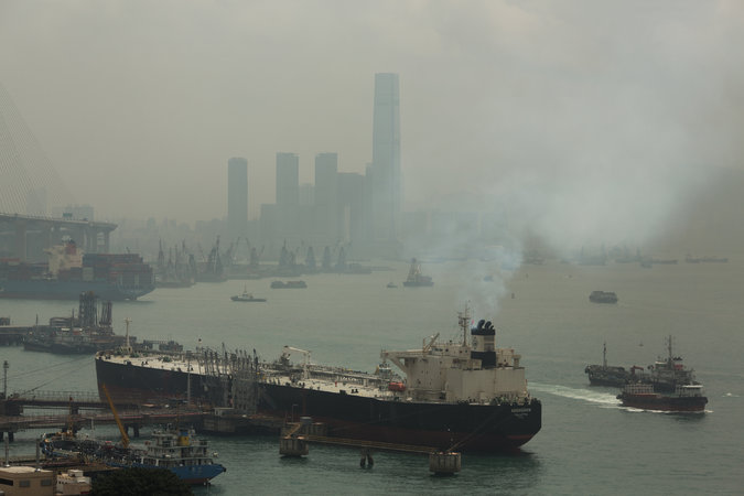 China to introduce tough emissions controls for ships