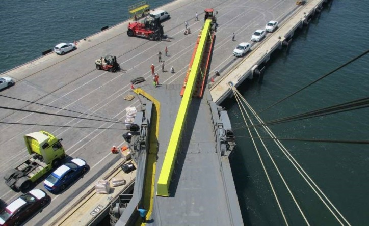Höegh Autoliners transported a 43m long breakbulk unit on single rolltrailer from Turkey to Bahrain