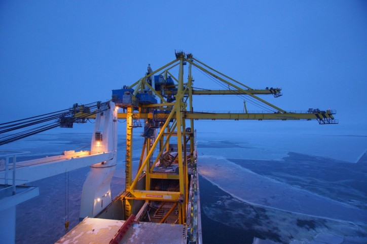 Hansa Heavy Lift Vessel Sails Open Hatch Through The Northern Sea Route to Deliver Giant Cranes