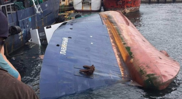 Shrimp trawler LAVINNIY capsized and sank in Busan port, Korea