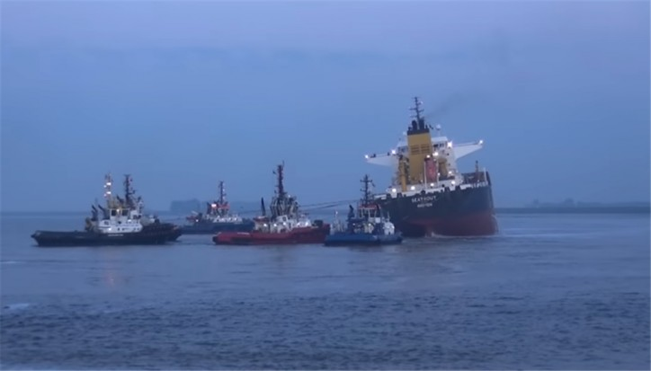 Oil tanker Seatrout grounded after collision with bulk carrier Usolie on the Western Scheldt (Video)