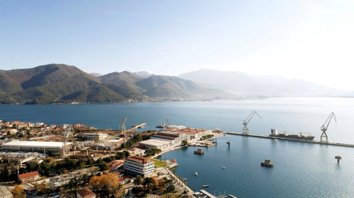 Damen, Adriatic Marinas and the Montenegrin Government sign contract for redevelopment of Bijela shipyard