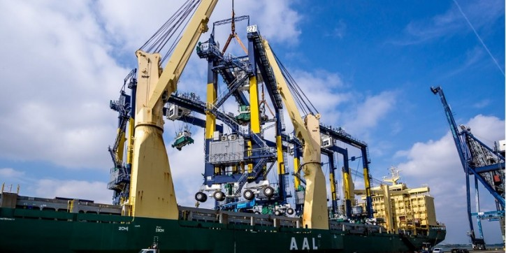 AAL Gives Heavy Lift to Felixstowe's expansion plans