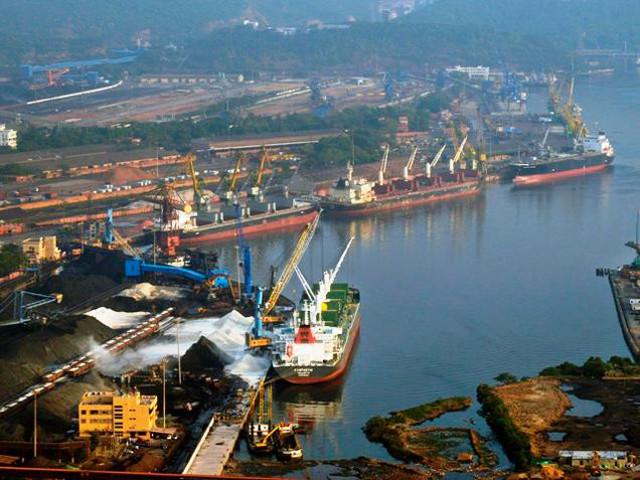 India: Major ports handle 300 million tonnes in first half