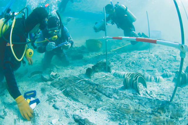 Relics salvaged from ancient Chinese ship