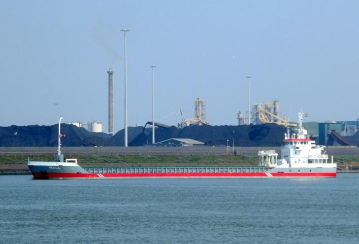 General cargo ship Hekla grounded in Kiel Canal