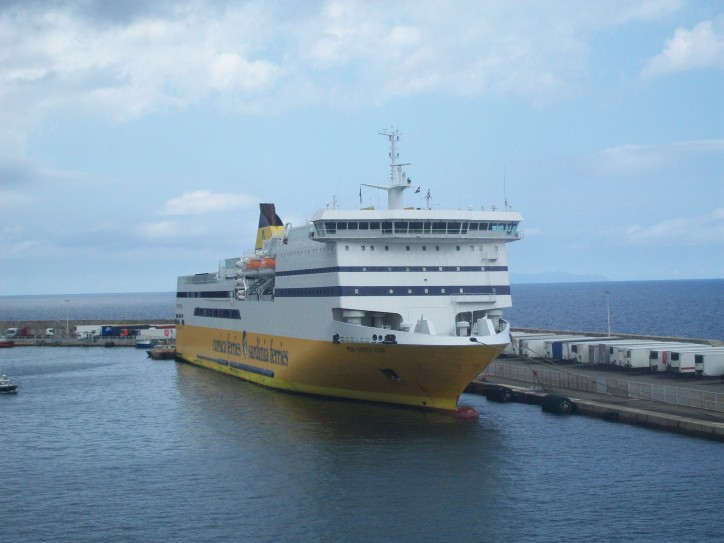 Italian passenger ferry hits pier in Nice