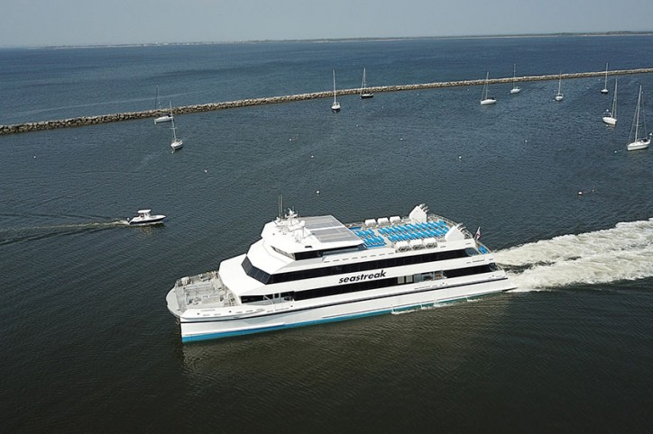 Incat Crowther delivers fast ferry Seastreak Commodore