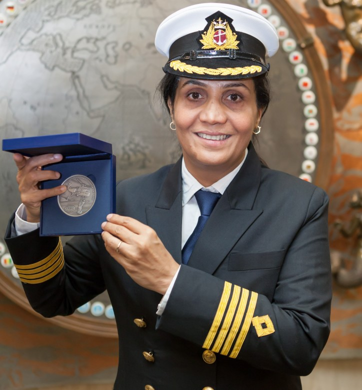 Captain Radhika Menon, Master of the oil products tanker Sampurna Swarajya, received the 2016 IMO Award for Exceptional Bravery at Sea