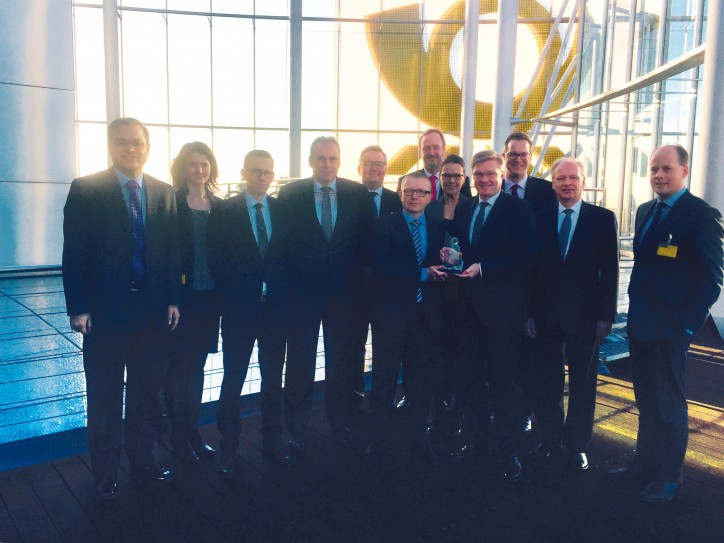 Hamburg Süd gets 'Carrier of the Year 2015' award